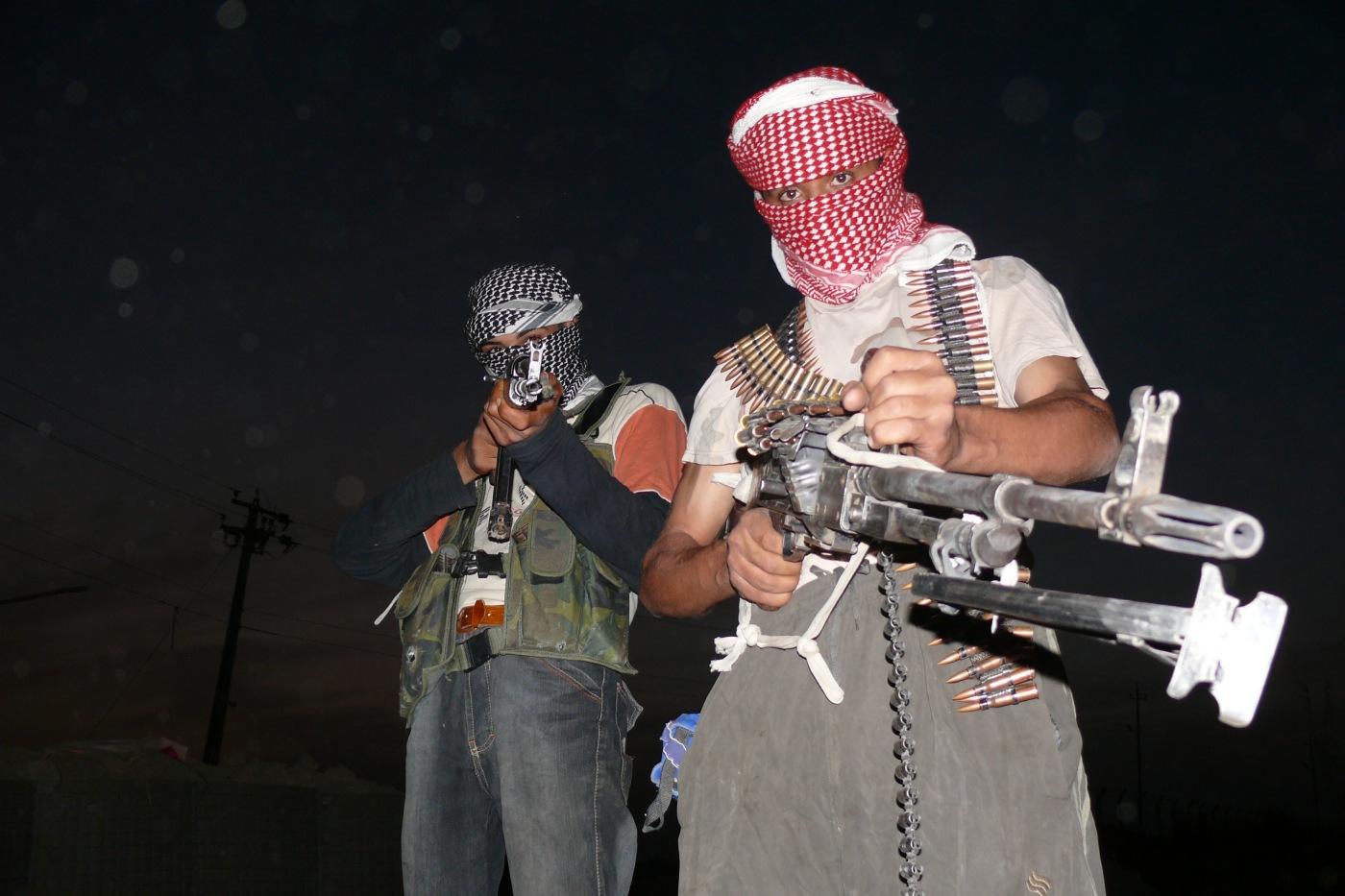 iraqi_insurgents_with_guns_2006